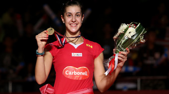 JAKARTA, INDONESIA - AUGUST 16:  (CHINA OUT) Gold medalist Carolina Marin of Spain celebrates on the podium after the Women's Singles final match of the 2015 Total BWF World Championship at Istora Senayan on August 16, 2015 in Jakarta, Indonesia.  (Photo by VCG/VCG via Getty Images)